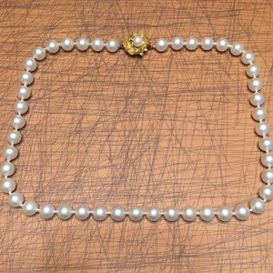 Jewelry - Vintage pearl necklace & rose clasp